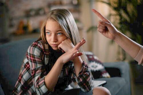 Adolescentes conflictivos: cómo actuar y cuándo pedir ayuda profesional
