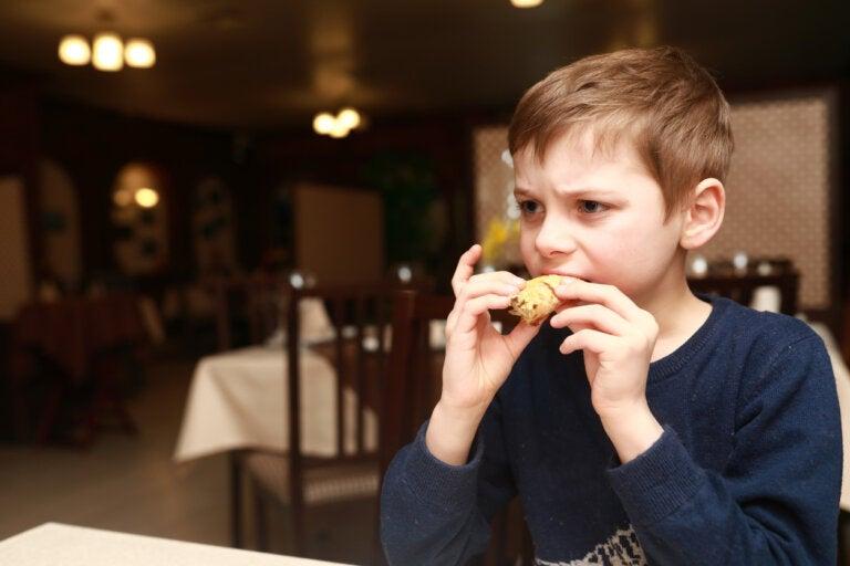 4 señales de que tu hijo está comiendo demasiada sal
