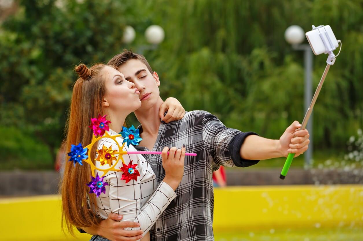 autofoto autoretrato pajera jovenes adolescentes selfie parque felices amor digital millennial