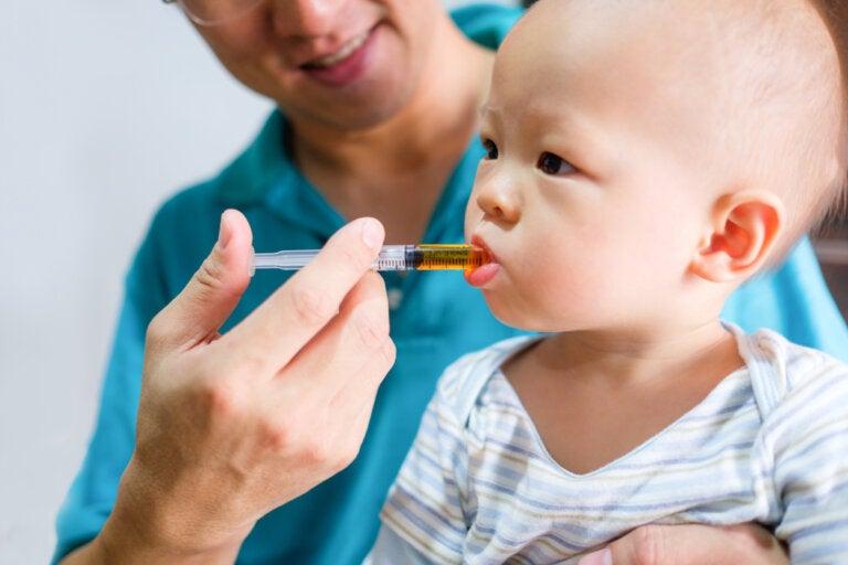 Cómo dar medicamentos a un bebé