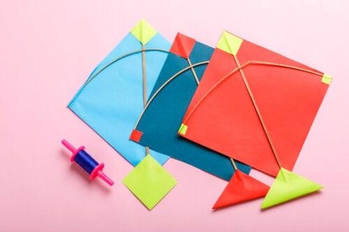 5 manualidades para hacer cometas voladoras