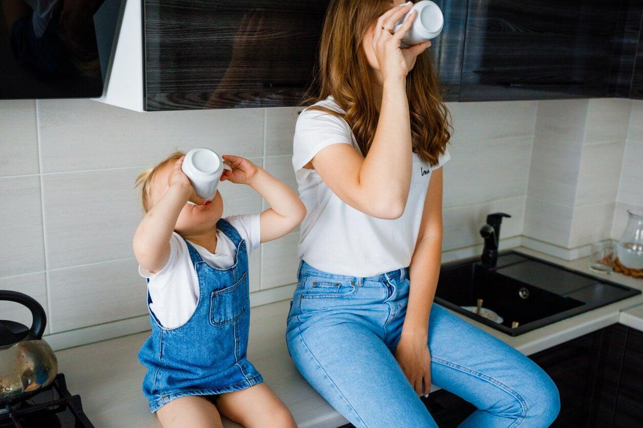 mama nina nena sentas mesada cocina toman agua vaso copa taza imitacion