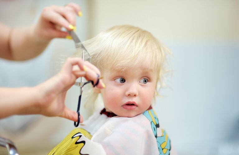 ¿Cómo cortar el pelo a un bebé?