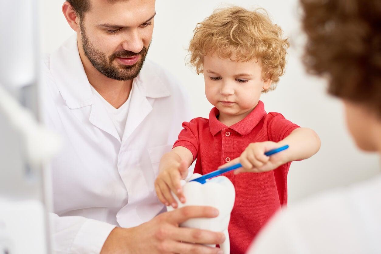 prevencion higiene dientes dental cepillado muelas odontologo odontopediatra dentista nino bebe prevencion promocion higiene dental cepillado