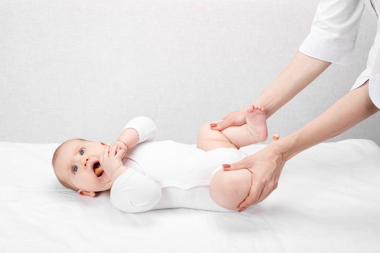 detecção diagnóstico displasia desenvolvimento quadril bebê recém-nascido bebê congênito médico pediatra