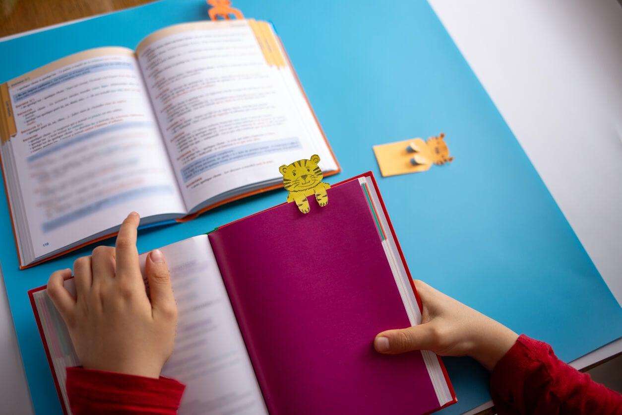 artesanato lendo livros histórias infantis artesanato infantil