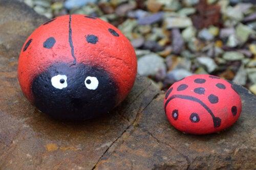 5 manualidades con piedras pintadas