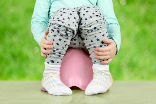 Caca blanca en bebés y niños: causas y tratamiento