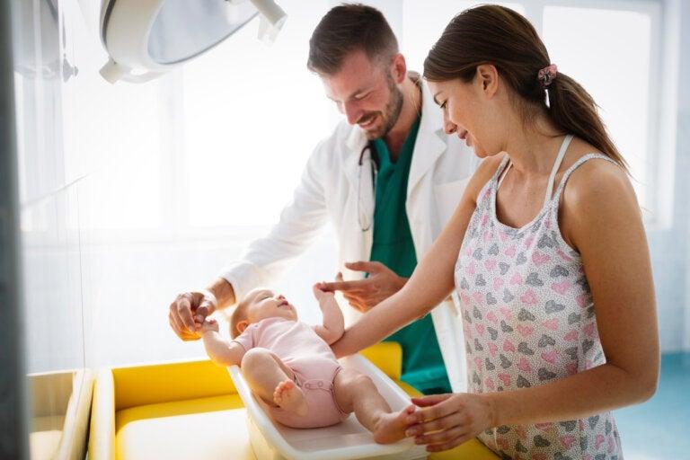 Cómo se valoran los reflejos primarios en los bebés
