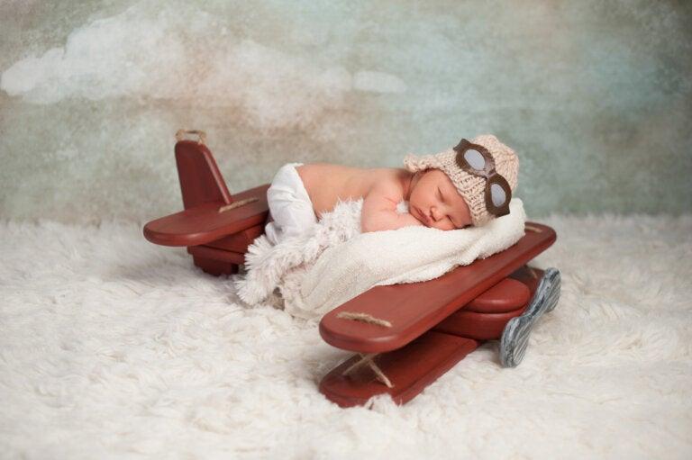 ¿A qué edad puede viajar un bebé en avión?
