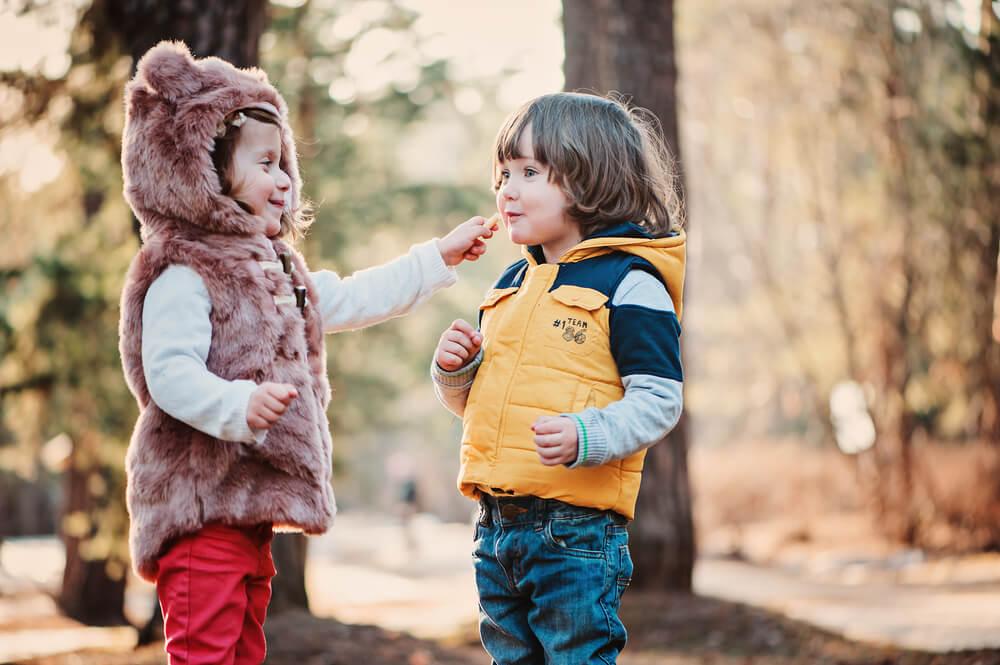 Laços sociais entre crianças.