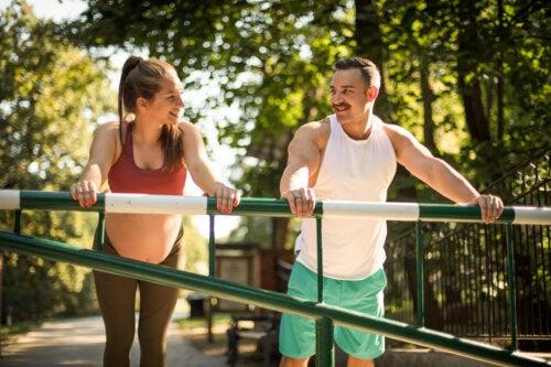 5 ejercicios en pareja para embarazadas