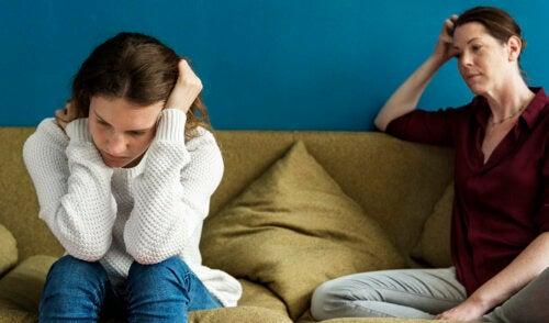 ¿Por qué algunos adolescentes discuten con sus padres?