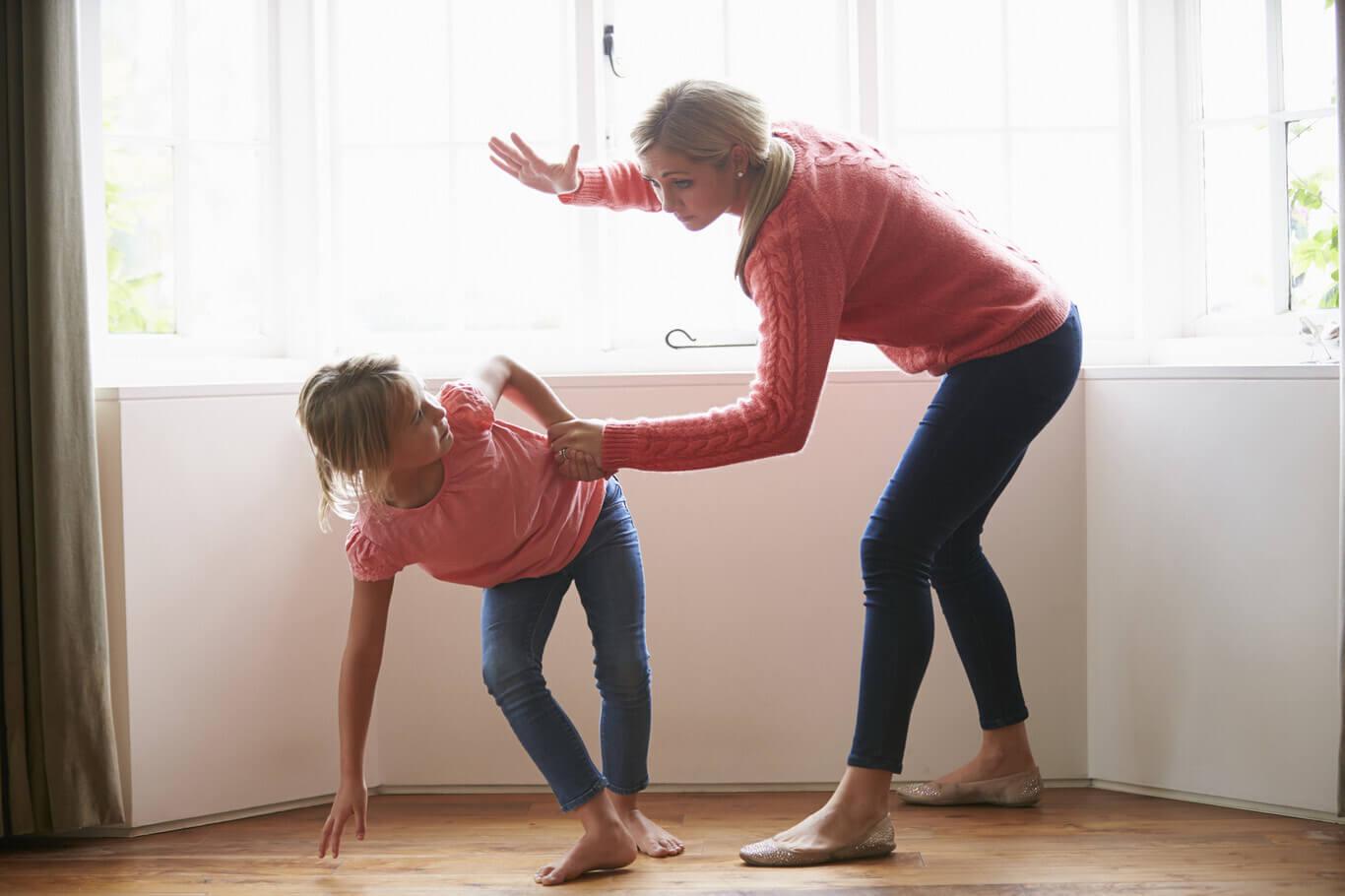No mejoran ni corrigen los castigos físicos en los niños, todo lo contrario