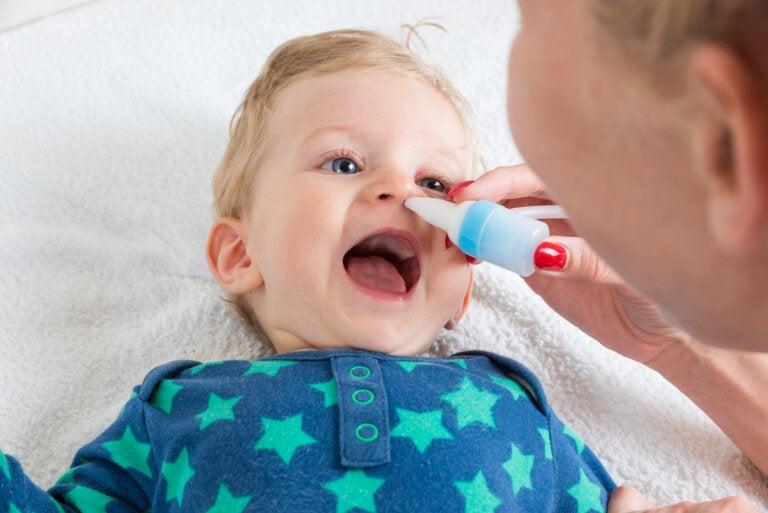 ¿Para qué sirve el suero fisiológico en bebés y niños?