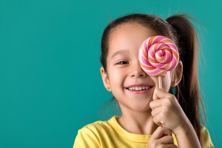 5 alimentos que debes evitar para cuidar los dientes de tus hijos
