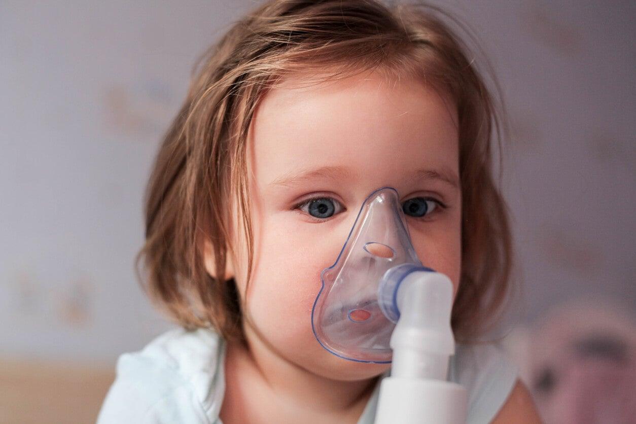 nebulização inalação inalação solução fisiológica salina patologia respiratória vapor umidade brônquios laringe laringite bronquiolite