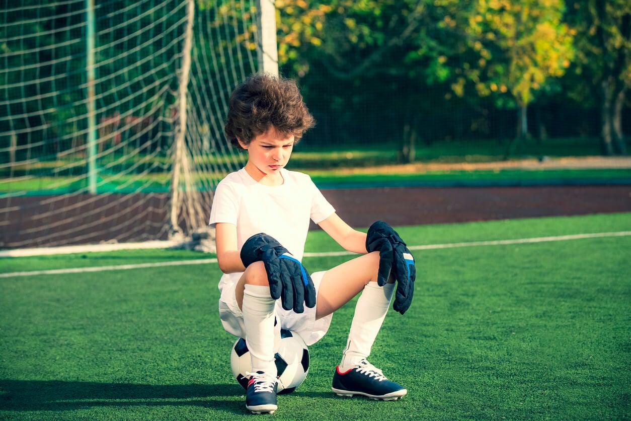 colère sportive chez un enfant qui joue au foot