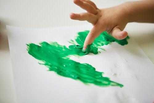 5 manualidades con pintura de dedos