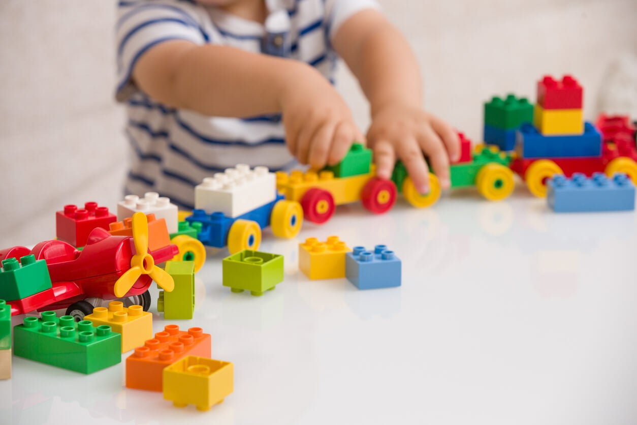 jouets pour améliorer la psychomotricité des bébés