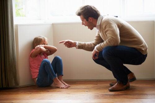 ¿Por qué no tienes que intimidar a tus hijos?