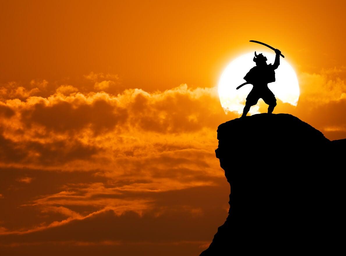 Un guerrier samouraï sur une falaise.