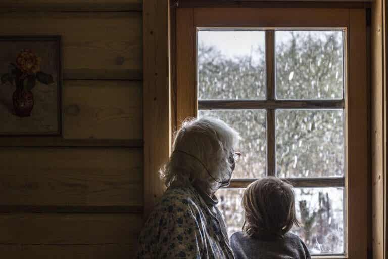 """Ancianos """"forzados"""" por sus hijos a cuidar de sus nietos"""