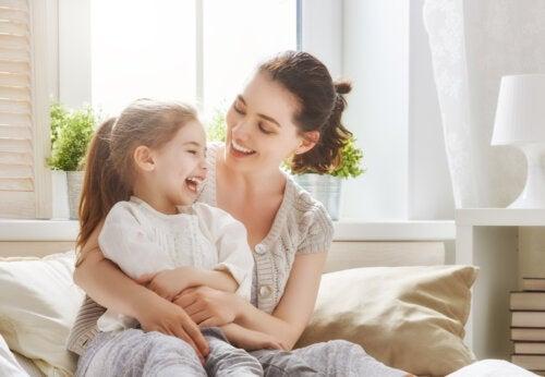 Actitudes que debilitan el vínculo emocional entre una madre y un hijo