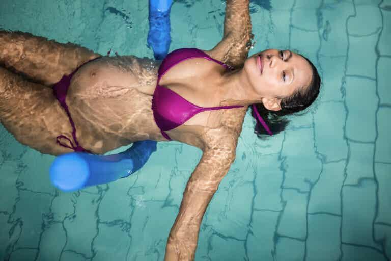 5 ejercicios en la piscina para embarazadas