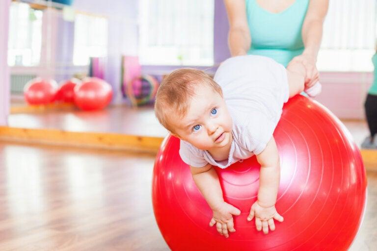 Gimnasia para bebés: 4 ejercicios de estimulación