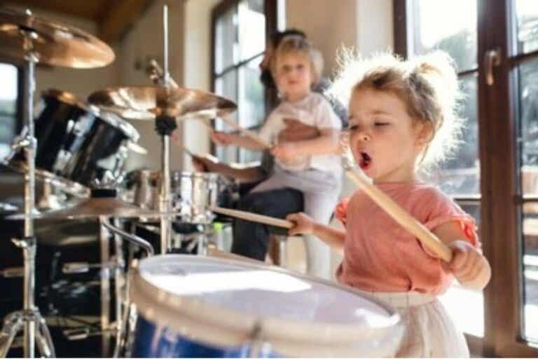 Hijos inteligentes: menos tecnología y más música
