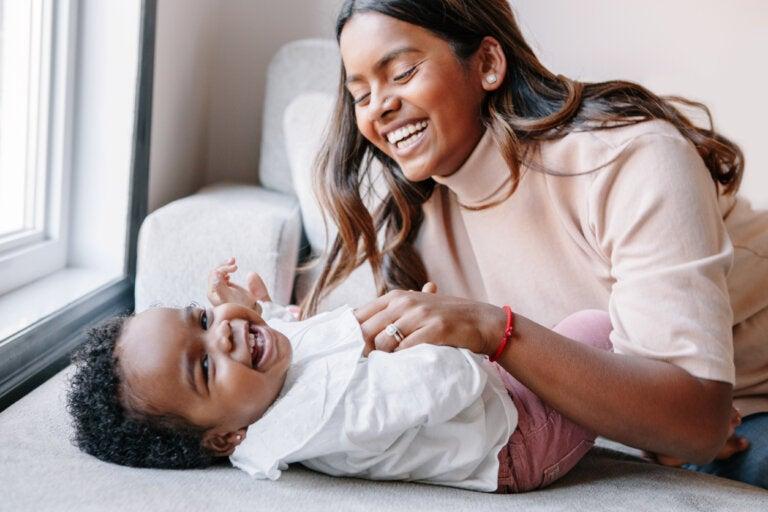¿Cómo hacer reír a un bebé?
