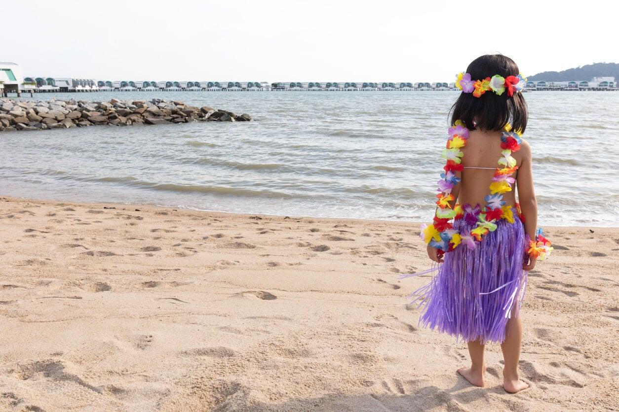 vestimenta hawaiana playa