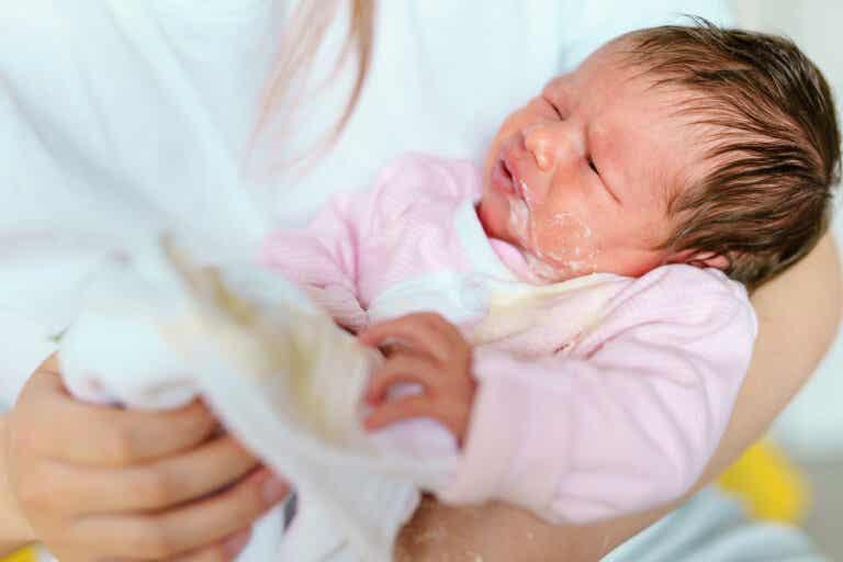 Vómitos en los bebés: cuándo preocuparte