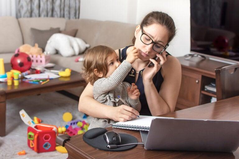 Adicción al móvil hace sentir a tu hijo ignorado